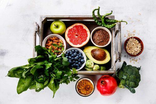 Broccoli, böner och hallon är några av livsmedlen som är rika på folsyra.
