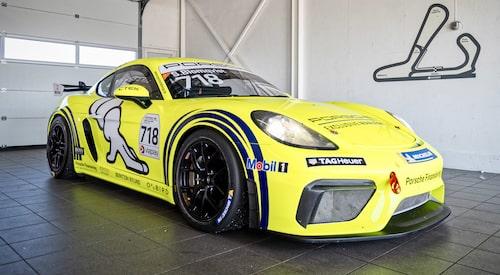 Porsche Sprint Challenge Scandinavia är öppen för 718 Cayman GT4 Clubsport och Cayman GT4 Clubsport (981) samt 911 GT3 Cup (997). För att utjämna bilarnas prestandanivåer och skapa förutsättningar för tät och intensiv racing med fokus på förarprestationen används vikthandikapp, även kallat balance of performance.
