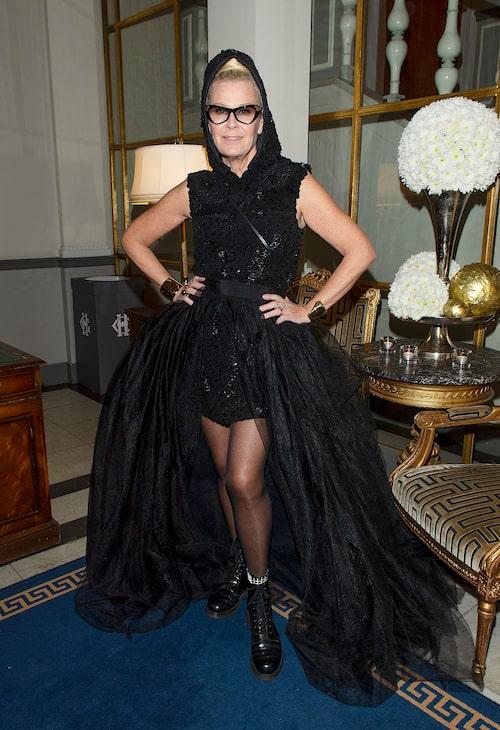 Efva Attling är smyckesdesignern som också gjort sig känd för sina drömmiga plagg på ELLE-galan.