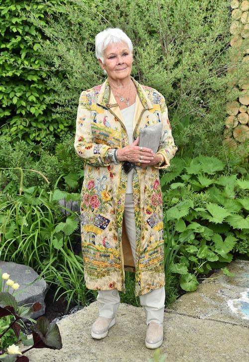 Judi Dench är skådespelerskan som vi bland annat kan se i flera Bondfilmer och som tycker om att klä sig i bohemiska plagg.