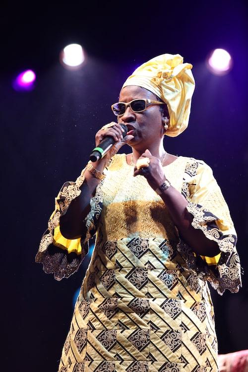 Mariam Doumbia är ena halvan av den maliska musikduon Amadou & Mariam och inspirerar oss med sina färgstarka plagg.