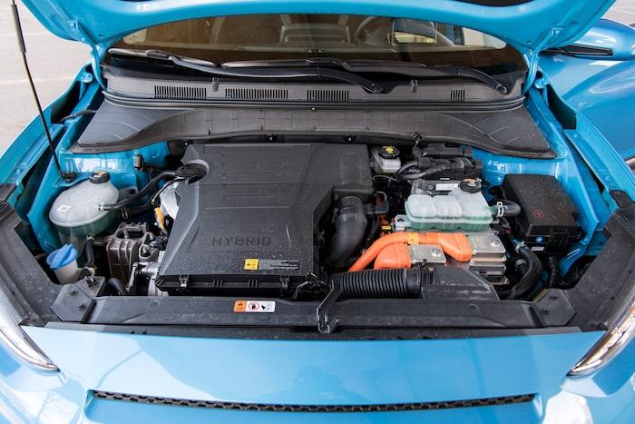 Drivlinan är densamma i Kia Niro och Hyundai Kona. Hybriddrivning utan laddkabel.