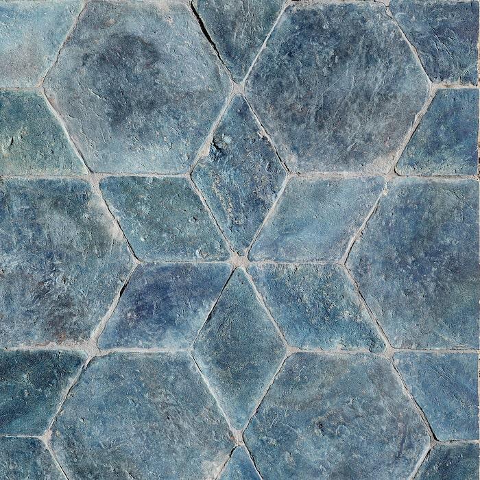 7. Handgjort kakel A mano star cobolto infärgat med naturliga pigment som ger fantastiska färgskiftningar, 3 900 kr/kvm, Stiltje.