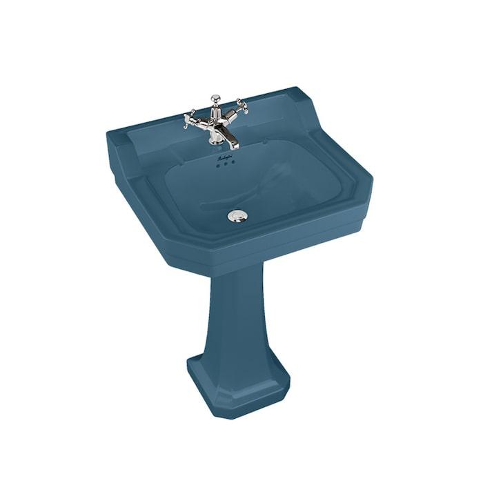 5. Brittiska Burlington gör härlig badrumsinredning i gammaldags stil och läckra färger, här handfat Bespoke edwardian i färgen Alaska blue, ca 9 060 kr.