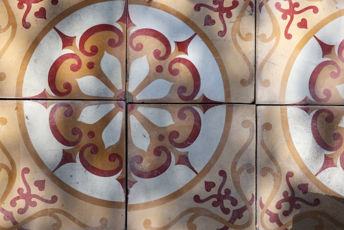8. Varför inte lägga ett återvunnet golv? Handplockade golv från bland annat franska slott och herresäten säljs av Artispelisse, här cementplatta no. 3, 2 295 kr/kvm.