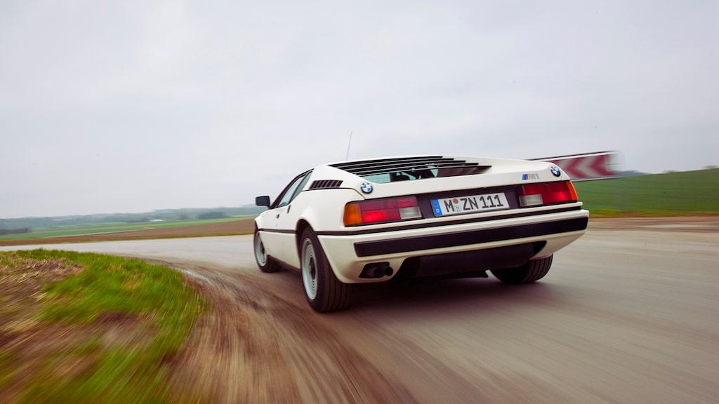 Trots att M1 har 30 år på nacken är köregenskaperna jämförbara med dagens sportvagnar. Såväl chassi som motor tycker om hårda tag.