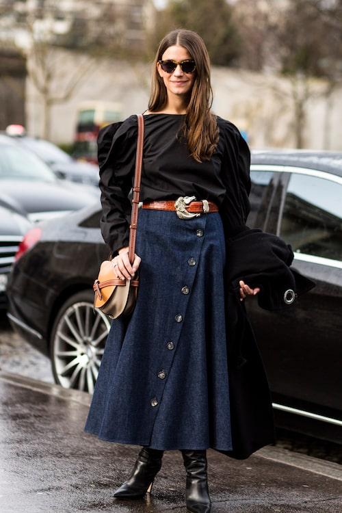 Damernas Världs moderedaktör Marika Cederlund slår ett slag för jeanskjolen.