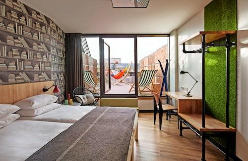 Kedjan Generator har hotell i de flesta av de bästa weekendstäderna i Europa. Filialen i Paris, på bilden, har utsikt över Montmartre och Sacré-Cœur.