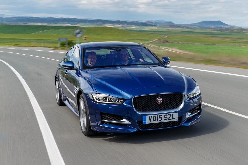 Tjänstebilsförarens våta dröm, nya Jaguar XE. Äntligen har märket en mellanklassare av rang.