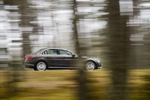 Mercedes satsar på tjänstebilssegmentet med reapris på 299 900 kronor. Vad säger privatkunden som får betala mer?