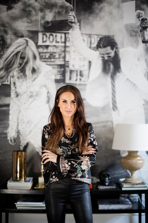 Louise arbetar som inredare och renoverar och förädlar hem. På instagram heter hon @stylebylojs.