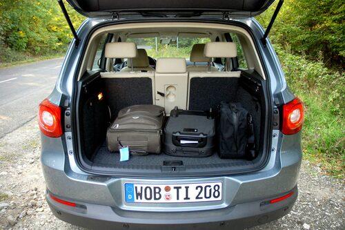 Med tanke på priset är bagageutrymmet för litet. När baksätet fälls blir ytan inte plan.