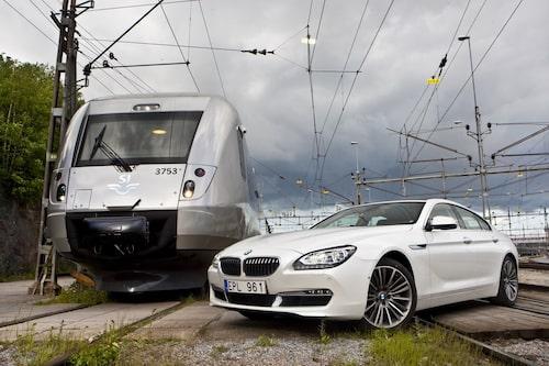 SJ 3000 och BMW 640i Gran Coupé – sida vid sida.
