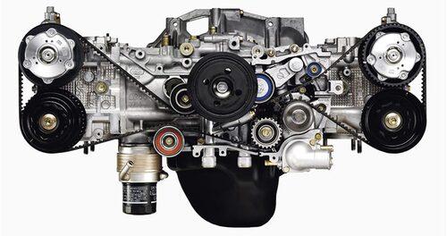 Denna bild visar tydligt hur låg en boxermotor är vilket hjälper till att hålla bilens nere tyngdpunkt. Boxermotorn är också kortare men däremot väldigt bred, bredare är en radmotor.