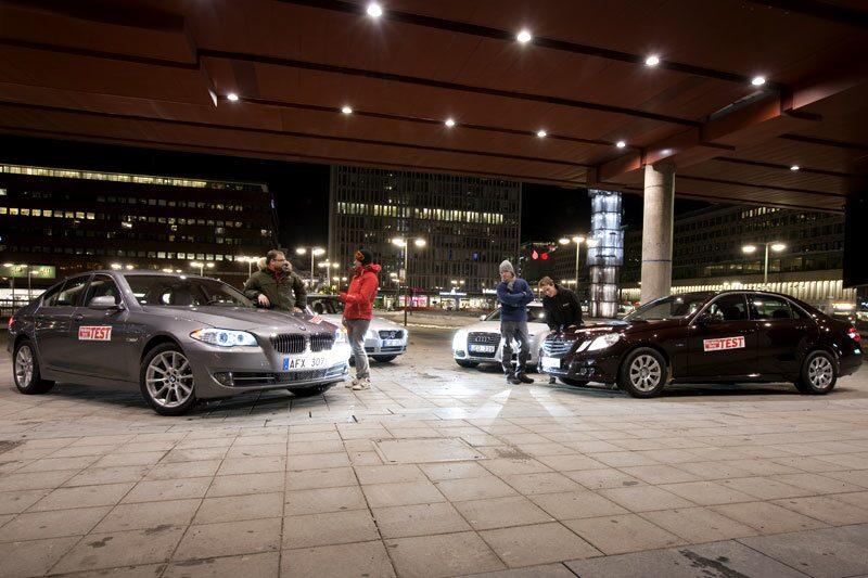 Nya BMW 5-serie flankerad av Volvo S80, Audi A6 och Mercedes E-klass.