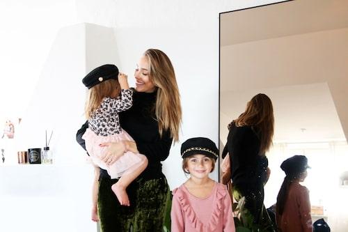 Alexia med döttrarna Corinne och Naomi, före cancerbeskedet.