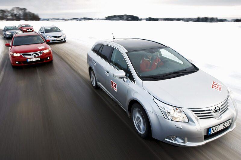 Toyota Avensis och Honda Accord utmanar Mazda 6, Citroën C5 och Volkswagen Passat.