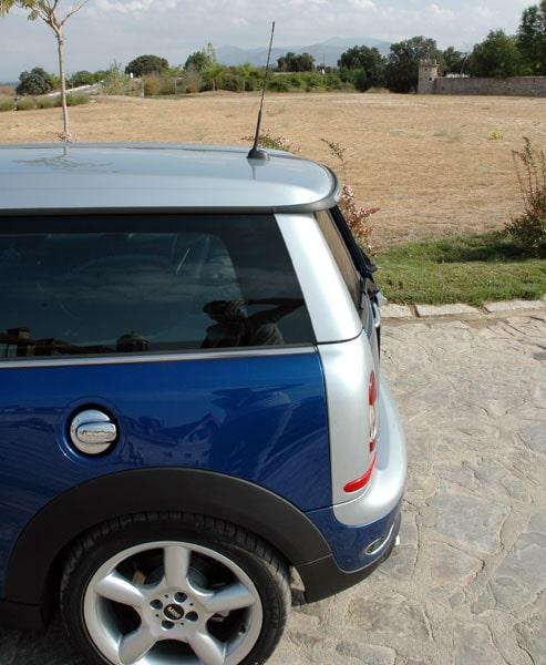 Absolut fulaste detaljen på hela bilen, lång antenn.