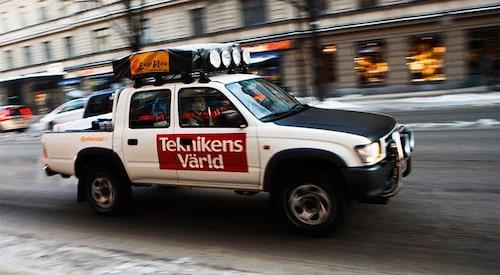 Bild tagen på resans första dag, utanför Teknikens Världs redaktion på Sveavägen i Stockholm i februari 2010.