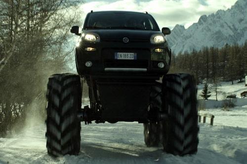 """Fiat Monster Truck <a href=""""/2012/12/07/36723/fiat-panda-monster-truck-officiell--fakta-bilder-och-film/"""" style=""""color: #fd9903; font-weight: bold;"""">kan du även se på film</a>."""