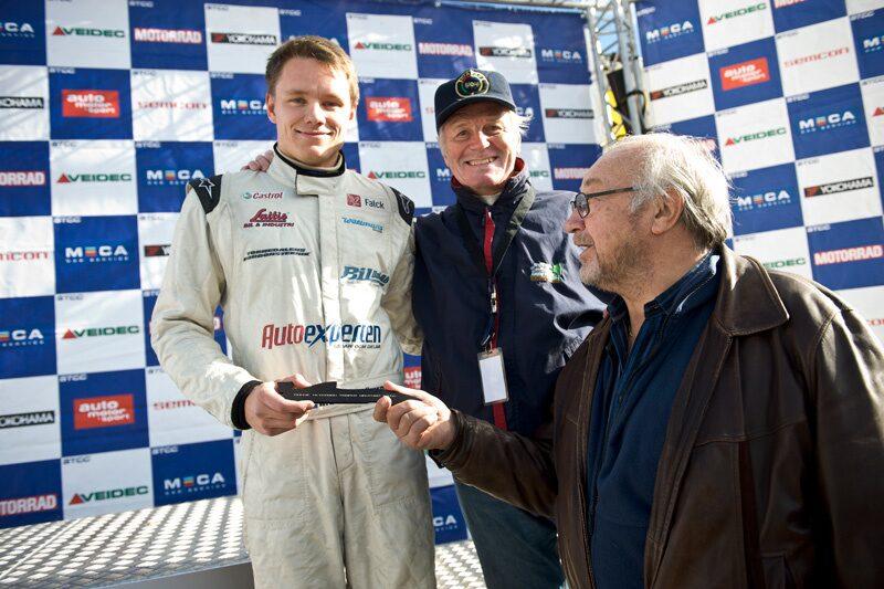 Ronnie Lundströmer fick årets sista delpris av Ronnie Peterson Trophy. Priset delades ut av Reine Wisell och Tommy Peterson.