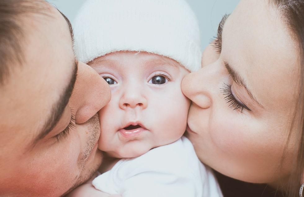 Föräldraledigheten, barnförsäkringen, namnvalet … En del frågor tränger sig lättare än andra in i bebisbubblan den första tiden.