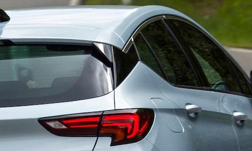 Som du ser... inte helt olik designen hos Opel Astras C-stolpe.