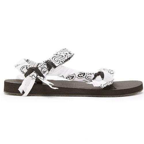 Trendiga fötter får du med dessa sandaler.