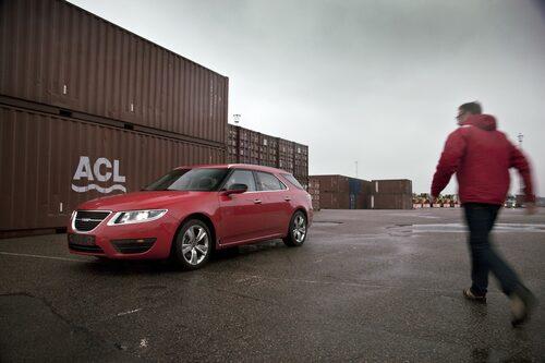 Hans Hedberg kan inte sansa sig. Provkörning av Saab 9-5 SportCombi står på menyn!