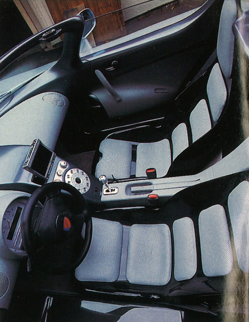 Trångt om saligheten i kupén. Stolarna är klädda med så kallad tempurplast som formas efter kroppen.