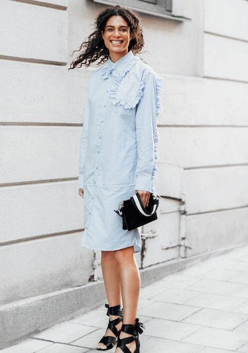 Kollektionen Re:make by KappAhl skapades av insamlade textilier, där till exempel ett gäng skjortot blev till en klänning (bilden). Kollektionen auktionerades ut på Tradera i december, till förmån för Bris.