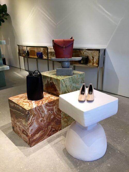 """""""Keramikskulptur i en av Céline-butikerna."""""""