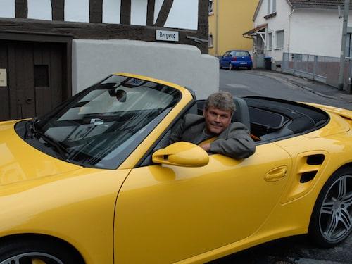 Hej mamma, här sitter jag i nya Porschen.