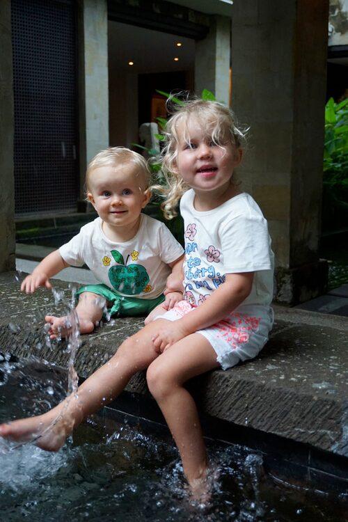 Tänk att få resa jorden runt med sitt syskon!