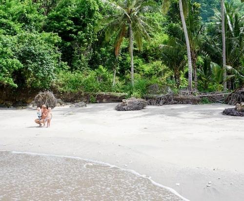 Strandhäng med pappa.