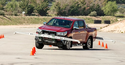 Seven months later Toyota invited us to the test area IDIADA outside Barcelona to present the package of measures to the Hilux. The tendencies was now completely gone.