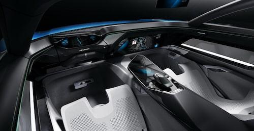 I autonomt körläge är ratten infällt i instrumentpanelen.