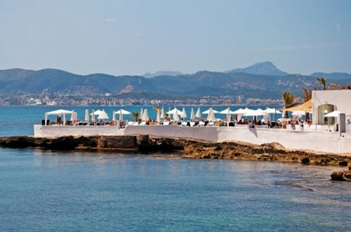 Strandklubben Puros på strandenPurobeach Illetas.