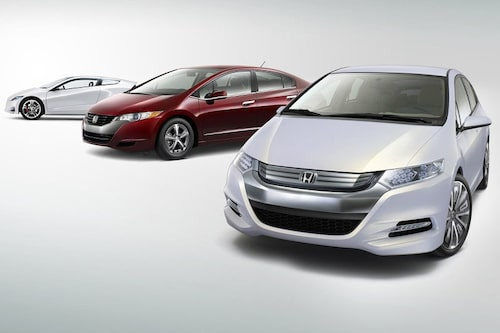 Hondas framtid samlas. Närmast i bild syns nya Insight Concept, i mitten världens första serieproducerade bränslecellsbil FCX och längst bort konceptet CR-Z.
