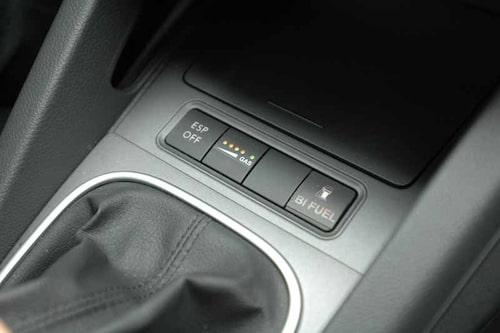 Tryck på knappen och du har en gasbil. Vanligtvis går motorn på bensin eller E85, men gasen innebär inga effektförluster.