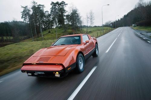 Profilen är en mix av Datsun Z, Corvette och Maserati. Men egentligen liknar SV-1 ingen annan.