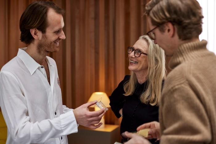 I en trio tystnar sällan samtalet. Joel (t v), Gunilla och Kristoffer började arbeta ihop för drygt tre år sedan, då med en ute möbel som kom i produktion hos Nola.