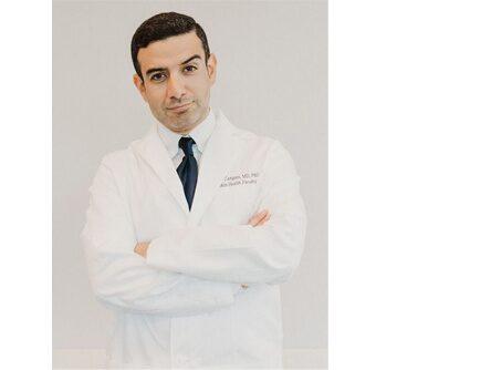 Dr Michael Zangani har specialiserat sig inom hud och hudvård. Han fick sin kosmetiska utbildning på American Academy of Aesthetic Medicine, under ledning av dr Michel Delune (som är nestor inom kosmetiska hudbehandlingar) och hos den världsberömda hudläkaren Dr Zein Obagi.