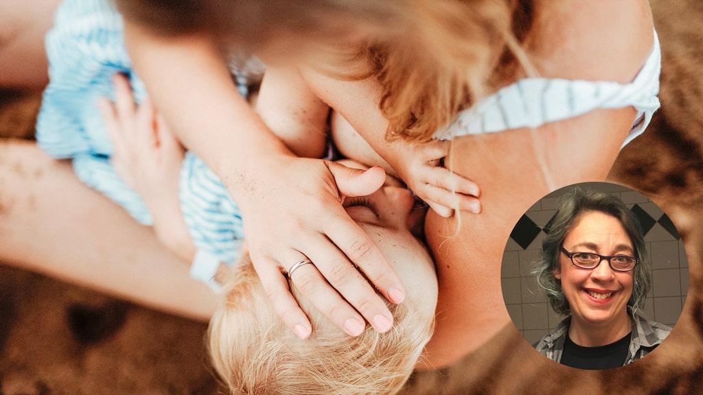 Behöver bebisen dricka vatten för att inte bli uttorkad – även om man ammar? Amningsrådgivaren svarar.