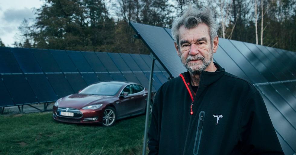 Robert von Bahr är stor entusiast av Tesla och är självförsörjande på el till både bil och hus tack vare enorma solceller på tomten.