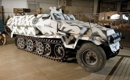 1940-41 Hanomag S.P.W. Ausf. C SdKfz 251/1 Bepansrad 3/4-band