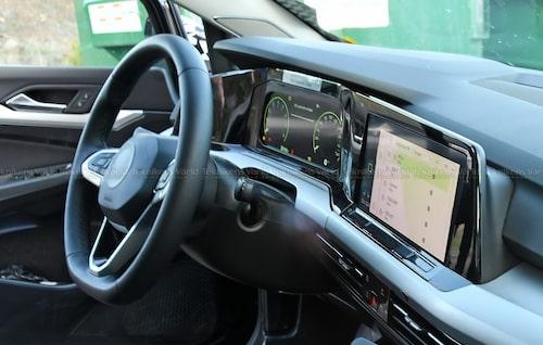 ... med hur interiören i nya Volkswagen Golf ser ut.