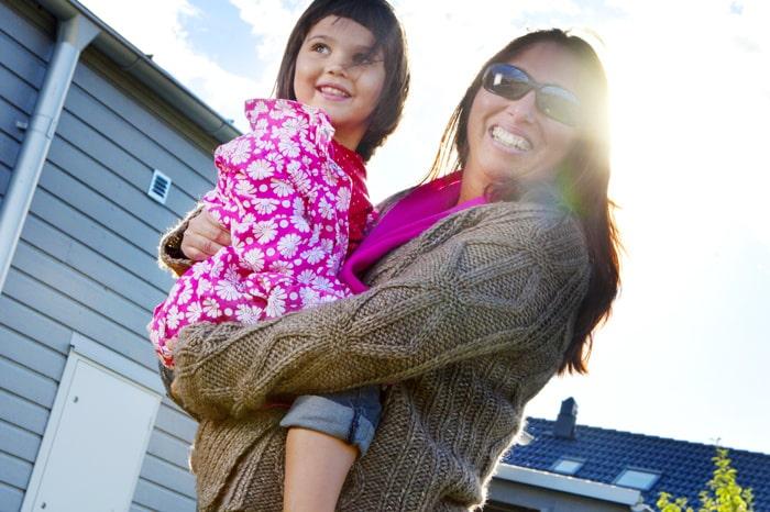 Naomi Allbäck är blind och har därför aldrig sett sin dotter Julia-Maria, 4.