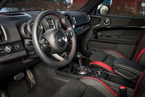 Annorlunda interiör men samtidigt lätt att använda. Många funktioner från BMW.