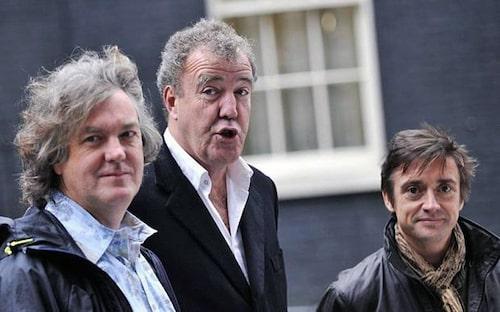 Richard Hammond, till höger, håller med sin kollega Jeremy Clarkson, i mitten.